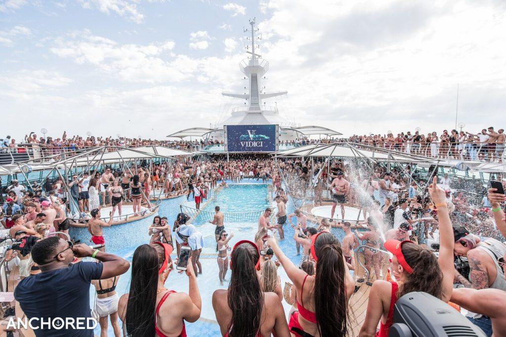 anchored cruise